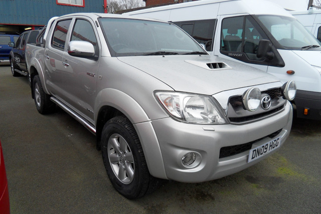 Toyota Hilux 3.0 TD Invincible Automatic Double cab Pickup  Silver  2009  09 reg