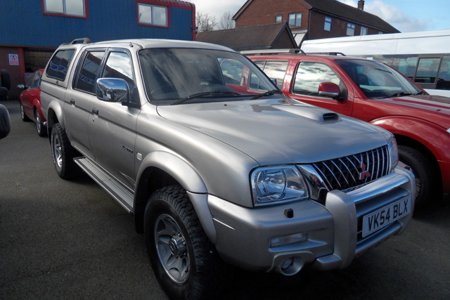 Mitsubishi L200 Warrior 2.5 TD Double cab Pickup Silver with colour coded Canopy 2004 54 reg