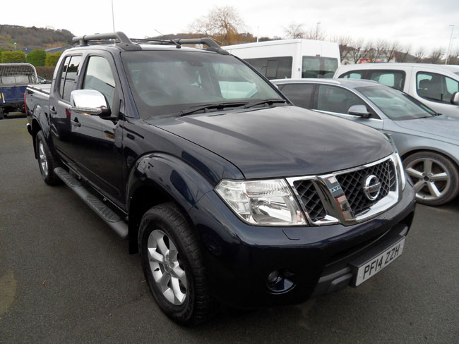 Nissan Navara Tekna Connect 2.5 TD Double cab Pickup fitted with folding Tonneau cover Blue 2014 14 reg