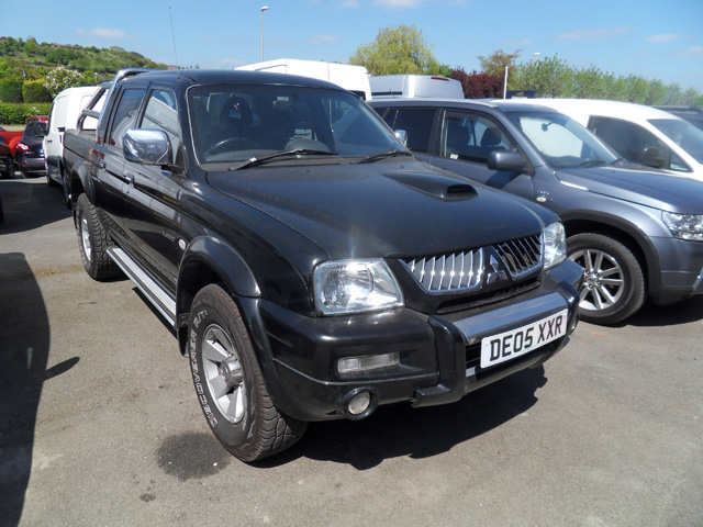 Mitsubishi L200 Warrior 2.5 TD Double cab Pickup Black with roller shutter tonneau cover 2005 05 reg
