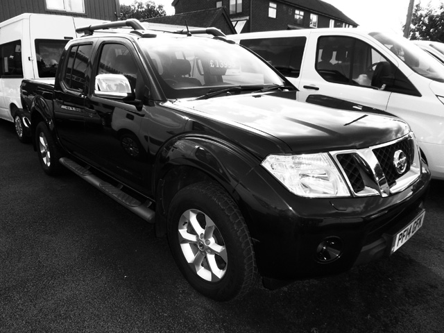 Nissan Navara Tekna Connect 2.5 TD Double cab Pickup Blue with Roller shutter 2014 14 reg