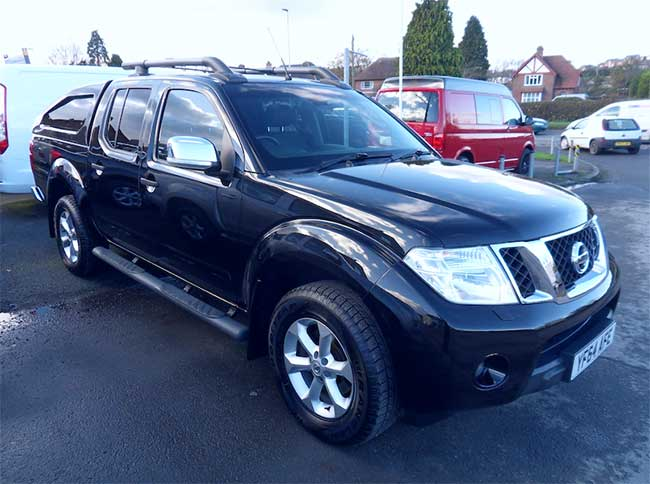 Nissan Navara Tekna Connect 2.5 TD Double cab Pickup Black with sloping back Canopy 2014 64 reg