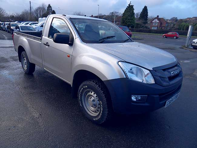 Isuzu D Max 4X4 Single cab Pickup  2.5 TD  Silver  with Tow bar and Liner fitted  2014  64 reg