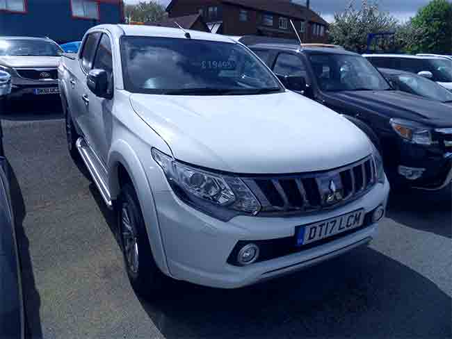 Mitsubishi L200 Warrior 25 TD Double cab Pickup, White with Tow bar and Vinul Tonneau cover fitted, 2017, 17 reg