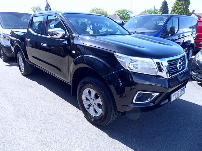 Nissan Navara NP300 Acenta Double cab Pickup, Black with Tonneau cover and Towbar  fitted, 2016, 16 reg