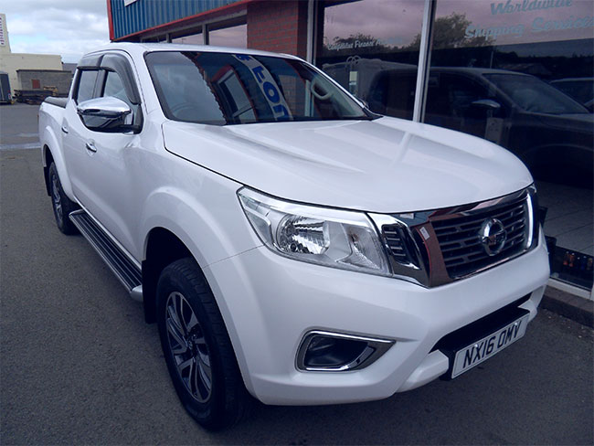 Nissan Navara NP300 N Connecta Automatic Double cab Pickup, Mountain top fitted, White, 2016, 16 reg