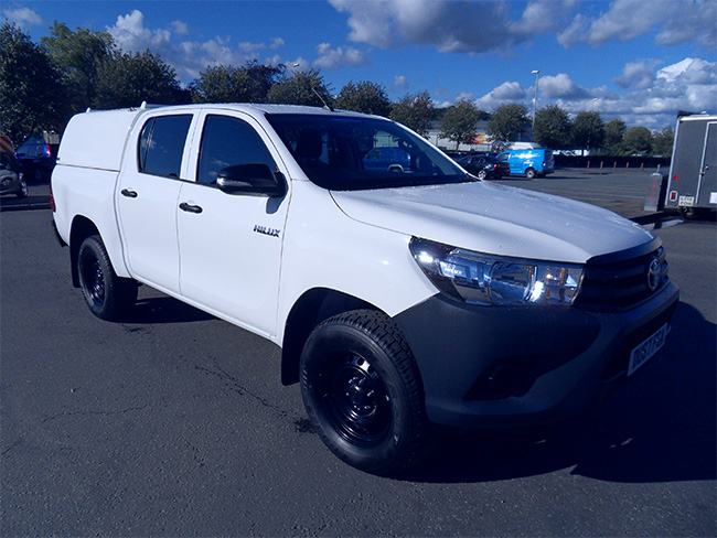 Toyota Hilux 24 D4D Active Double cab Pickup with Canopy, White, 2017, 67 reg