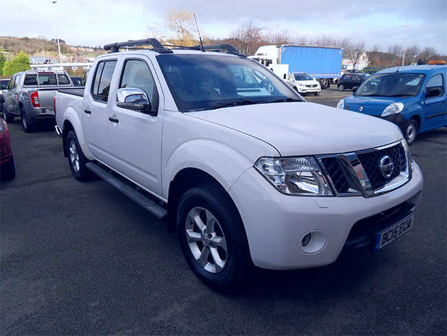 Nissan Navara Tekna Connect 2.5 TD Double cab Pickup, White, Tonneau cover fitted, 2015, 15 reg
