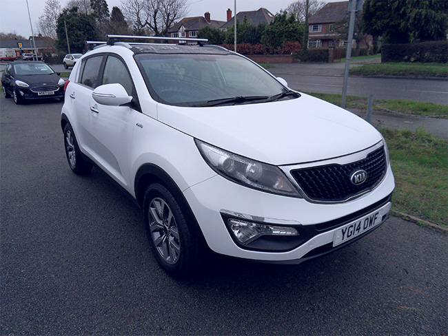 Kia Sportage KX 2, 2.0 CRDI AWD 5 Door, Automatic, White, Towbar and roof bars fitted, Sunroof, 2014, 14 reg