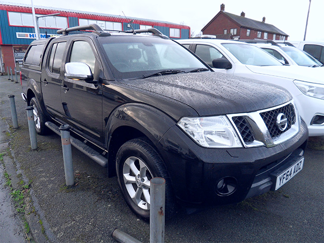 Nissan Navara Tekna Connect, 2.5 TD Double cab Pickup, Black with colour coded Canopy and Tow bar fitted, 2014, 64 reg