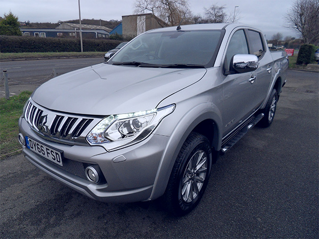 Mitsubishi L200 Barbarian 2.4 TD Automatic, Double cab Pickup,Silver with Roller shutter Tonneau cover fitted, 2016, 66 reg
