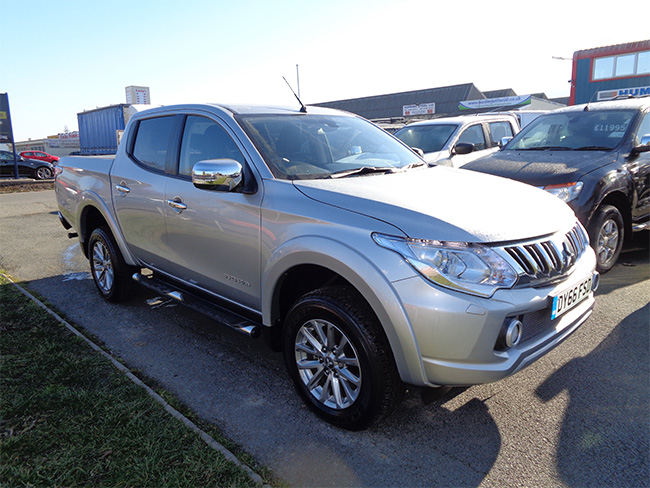 Mitsubishi L200 Barbarian Automatic Double cab Pickup, Silver with Roller shutter Tonneau fitted, 2016, 66 reg