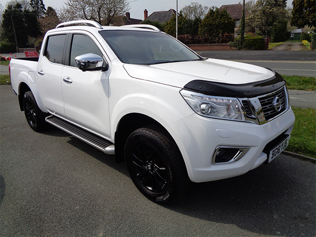 Nissan Navara NP300 Tekna Automatic, Double cab Pickup, White with Black wheels, 2018, 18 reg