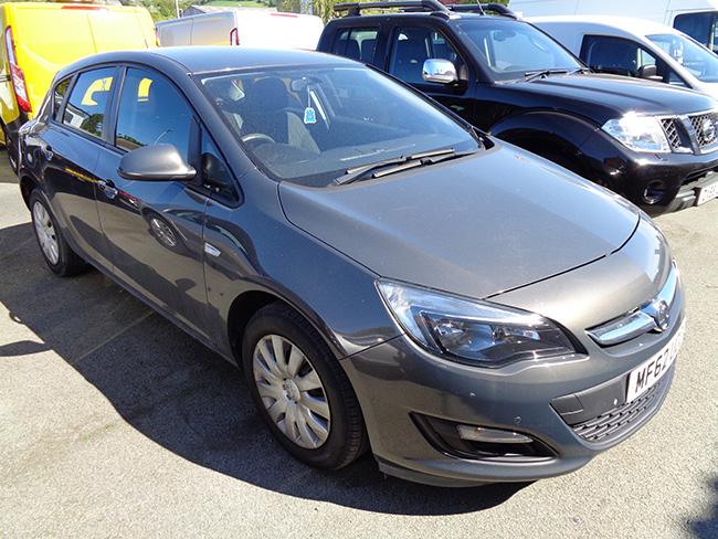 Vauxhall Astra 1.6 Exclusive, 5 Door, Grey, 2012, 62 reg