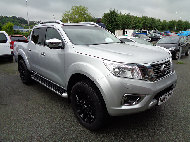 Nissan Navara NP300 Tekna Automatic Double cab Pickup, Silver with Black Alloy wheels, 2017, 67 reg