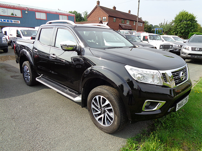Nissan Navara NP300 Auto Double cab Pickup, Black with Mountain Top fitted,2016, 66 reg