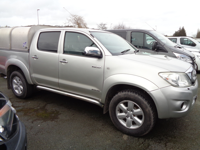 Toyota Hilux 3.0TD Invincible Double cab Pickup, Silver with Aluminium Canopy 2011, 11 reg,