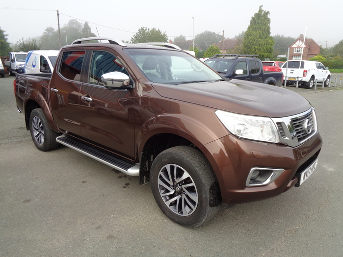 Nissan Navara NP300 Tekna Manual, Double cab Pickup, Bronze, 2017, 17 reg