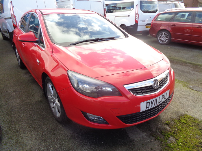 Vauxhall Astra 2.0 TD SRI, 5 Door, Red, 2011, 11 reg,