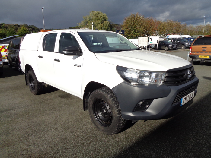 Toyota Hilux 2.4 D4D Active Double cab Pickup, White with Canopy, liner.2017, 17 reg,