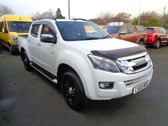 Isuzu D Max Yukon 2.5 TD Double cab Pickup, White, 2016, 65 reg, Black alloy wheels, Roof bars, Towbar,